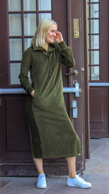 Hemsedal oliven kjole 2