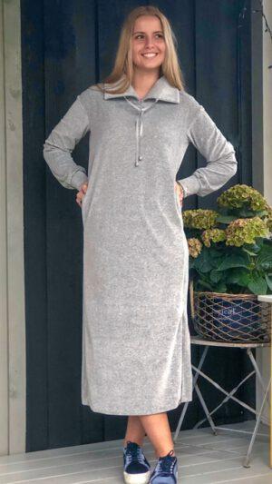 Hemsedal kjole lys grå melert 1