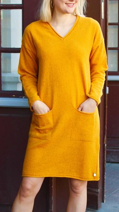 Oppdal kjole oker 2